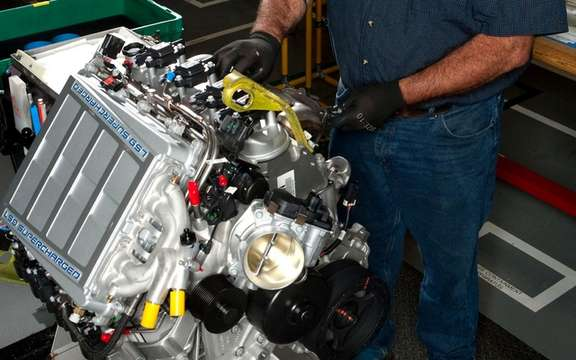 "The ""Building the engine"" now available for Corvette enthusiasts option of Canada picture #2"