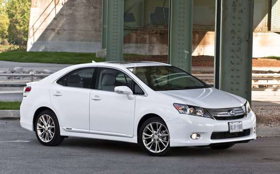 Lexus HS 250h: Prone has a voluntary recall
