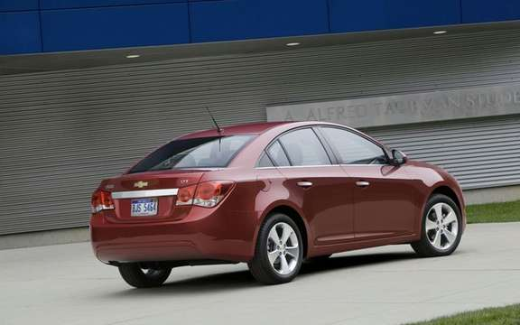 2011 Chevrolet Cruze: More than 270,000 units sold even before its release picture #2