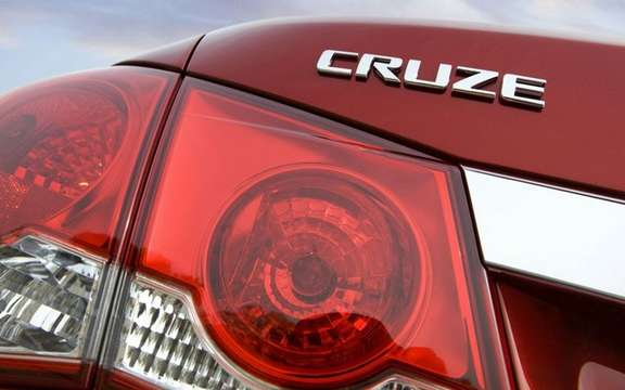 2011 Chevrolet Cruze: More than 270,000 units sold even before its release picture #3