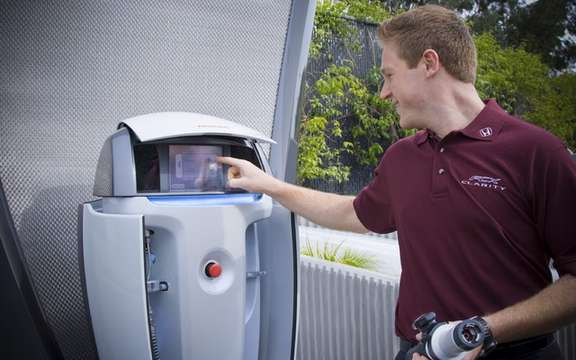 Honda recently operated a service station solar hydrogen picture #3