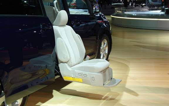Toyota Detroit: Large and small innovations picture #5