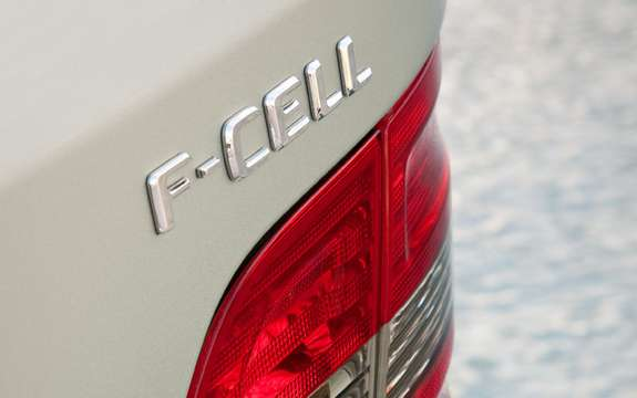 Mercedes-Benz B-Class F-Cell: reserved for 200 customers picture #4