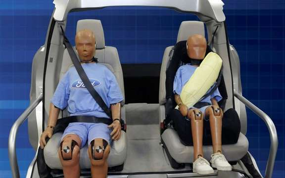 Ford presents its inflatable safety belts