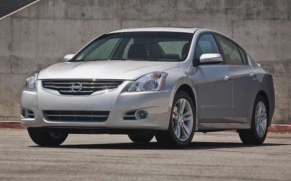 Nissan Altima 2010 Interior and exterior refinements