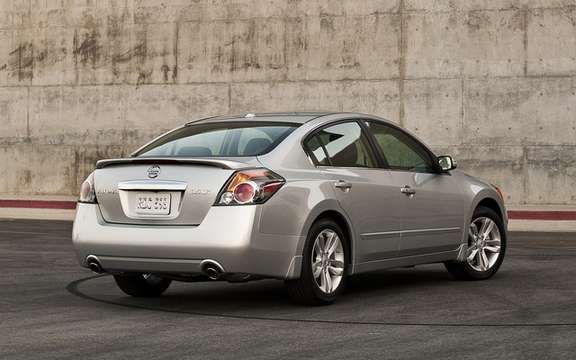 Nissan Altima 2010 Interior and exterior refinements picture #2
