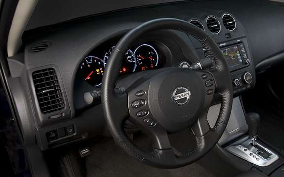 Nissan Altima 2010 Interior and exterior refinements picture #7
