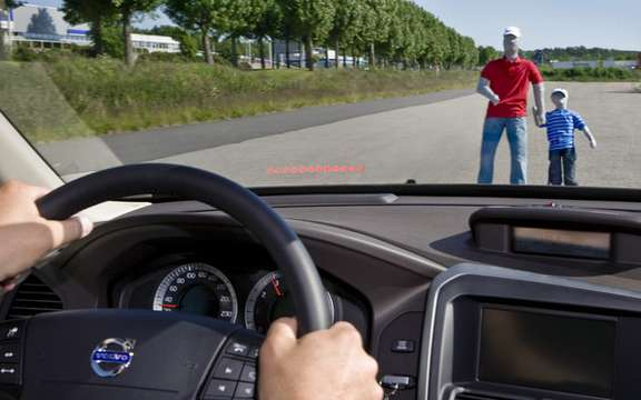 Volvo presented a new model that improves active safety picture #1