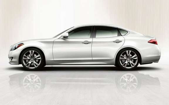 The 2011 Infiniti M made its official debut in Pebble Beach picture #4
