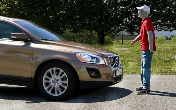 Volvo presented a new model that improves active safety picture #2