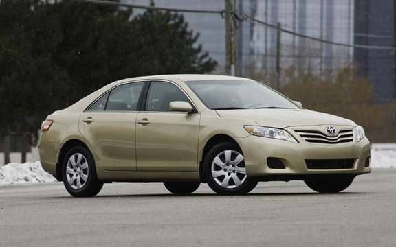 Toyota Camry XLE 2010 four-cylinder engine and six-speed automatic