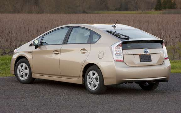 The Toyota Prius, still the best-selling car in Japan picture #2