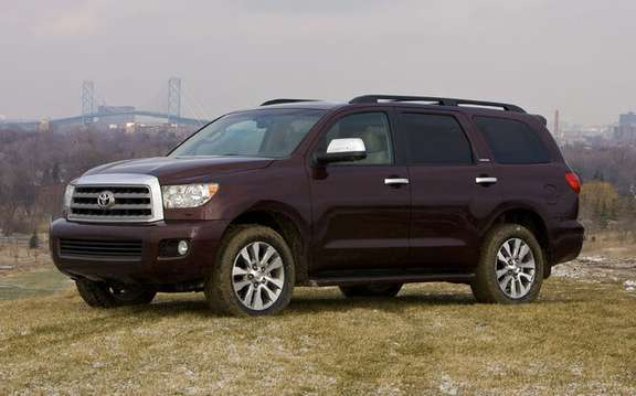Toyota Sequoia 2010 with a more powerful engine and thrifty picture #3