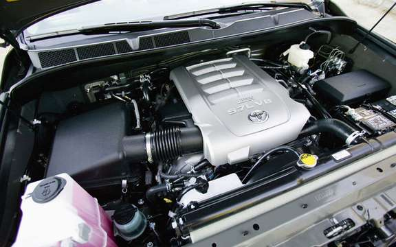 Toyota Sequoia 2010 with a more powerful engine and thrifty picture #5