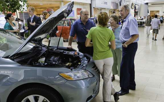 Auto dealers want a boost from Ottawa picture #1