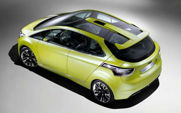Ford Iosis Max Concept, never two without three picture #4