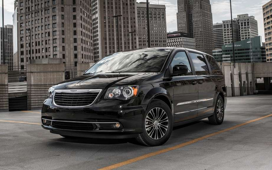 Chrysler minivans has launched its 30th anniversary edition picture #2