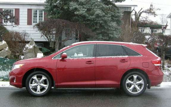 Toyota Venza 2009, the versatile crossover vehicle picture #2