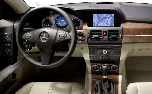 Mercedes-Benz GLK350 4MATIC 2010, the price unveiled picture #3