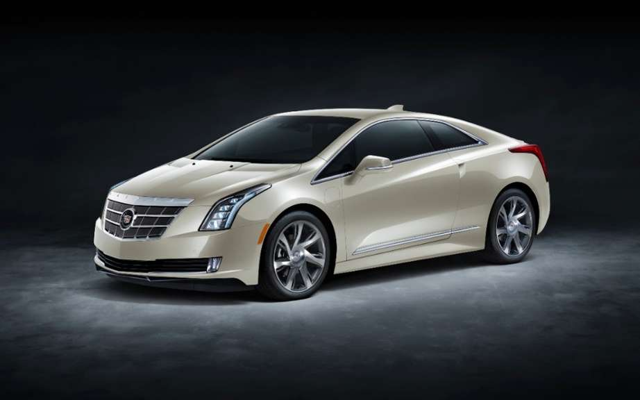 Cadillac ELR 2014 en route to dealers picture #3