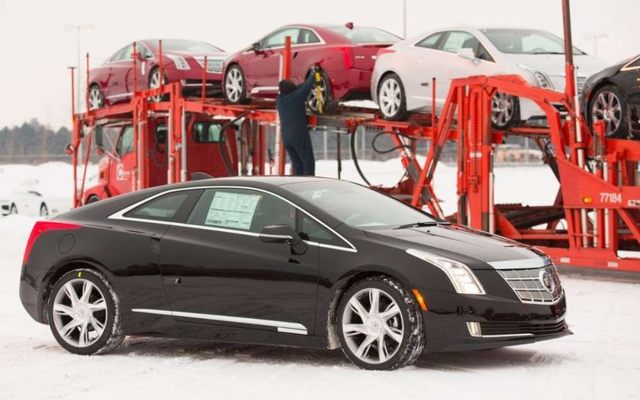 Cadillac ELR 2014 en route to dealers picture #6
