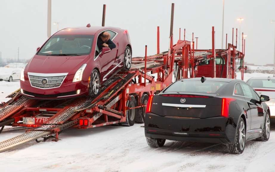 Cadillac ELR 2014 en route to dealers picture #7