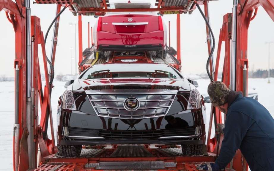 Cadillac ELR 2014 en route to dealers picture #8