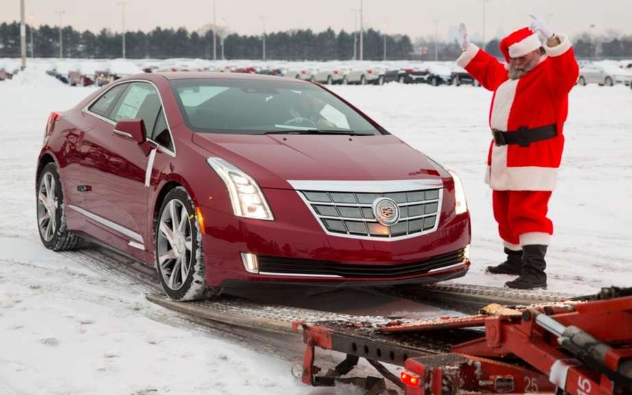 Cadillac ELR 2014 en route to dealers picture #9