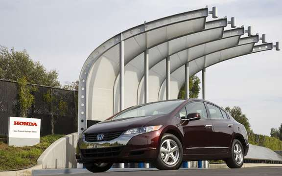 Roll has years without a drop of gasoline, here is the Honda FCX Clarity and Equinox Fuel Cell picture #2