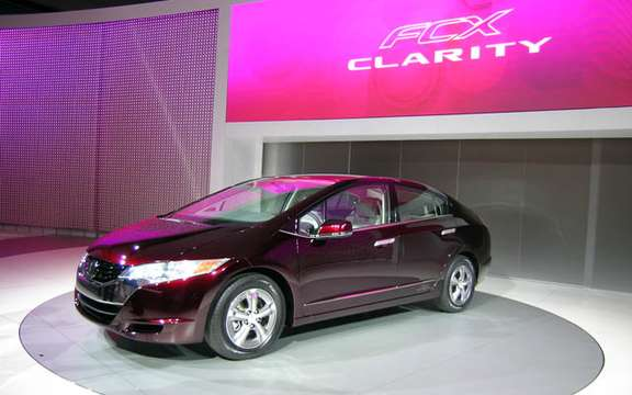 Roll has years without a drop of gasoline, here is the Honda FCX Clarity and Equinox Fuel Cell picture #4