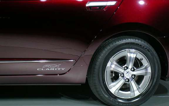 Roll has years without a drop of gasoline, here is the Honda FCX Clarity and Equinox Fuel Cell picture #10