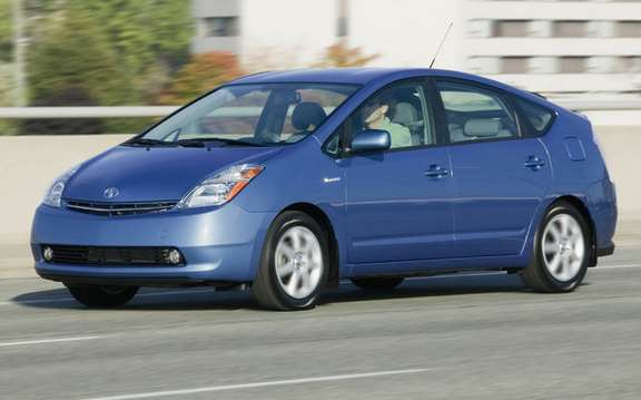 Toyota Yaris and Prius won the prize in 2008 ecoENERGY for Vehicles picture #3
