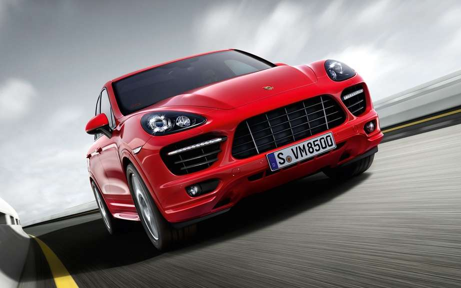 Porsche Macan has four-cylinder engines picture #4