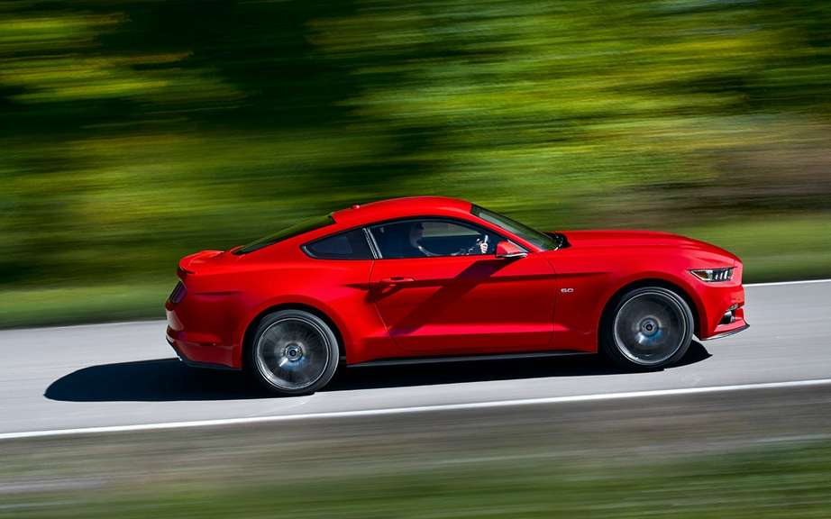 The new 2015 Ford Mustang is unveiled picture #11