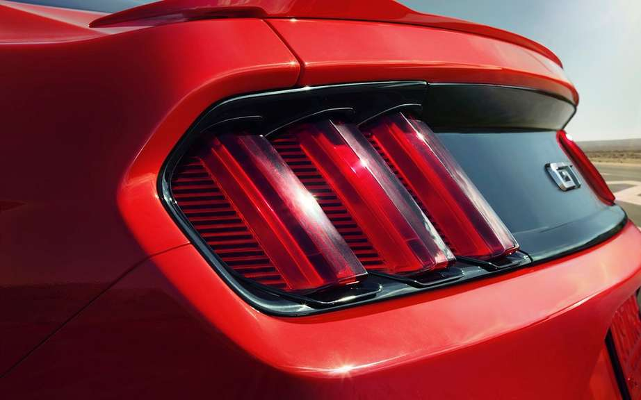 The new 2015 Ford Mustang is unveiled picture #17