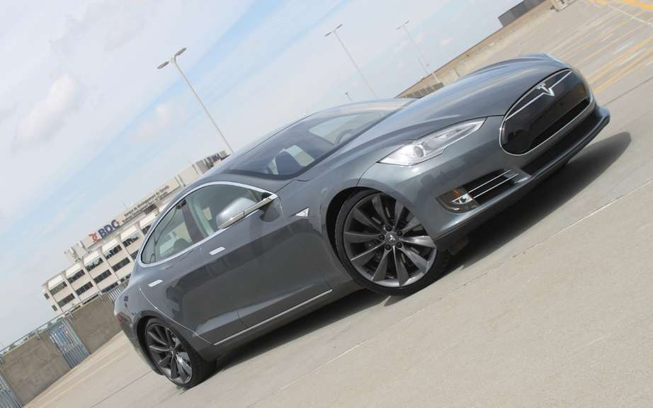Tesla Model S to the police service