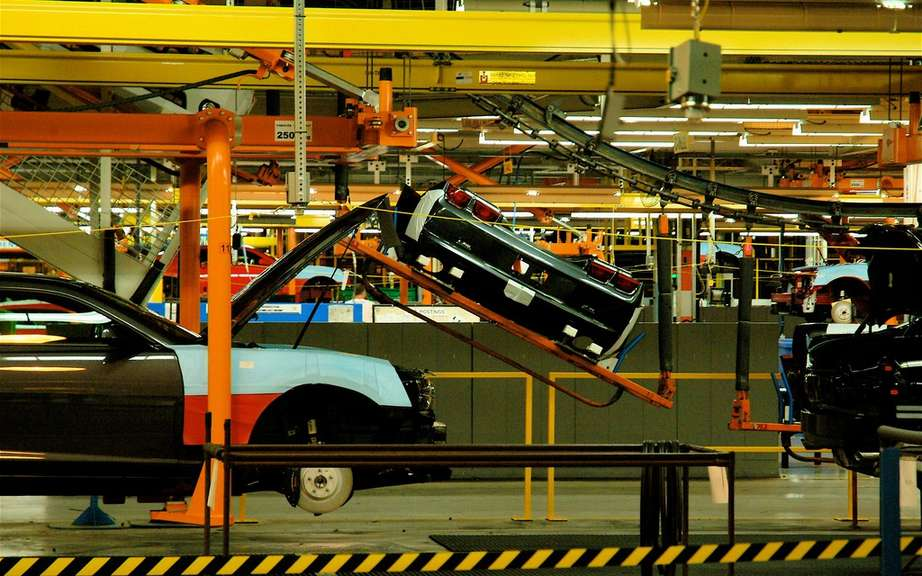 GM delays the closing of an assembly line in Oshawa, Ontario picture #7