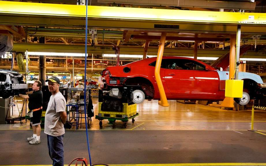 GM delays the closing of an assembly line in Oshawa, Ontario picture #8