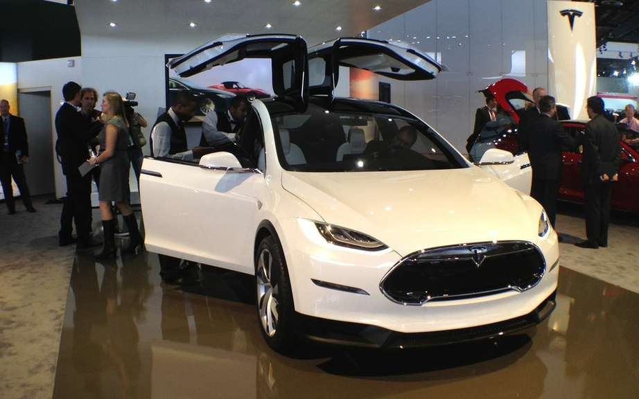 Tesla Model X: 6000 copies already reserved picture #3