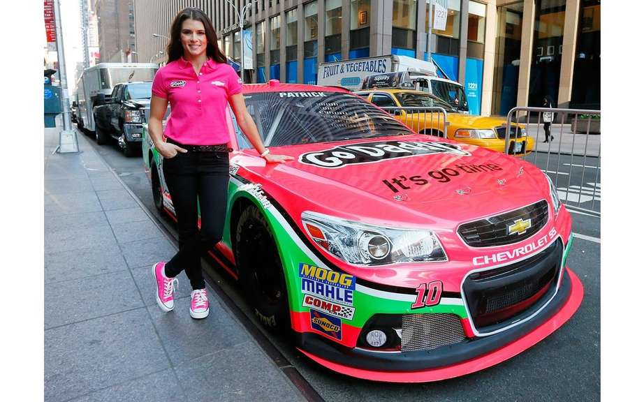 Danica Patrick drives a Chevrolet clothed pink