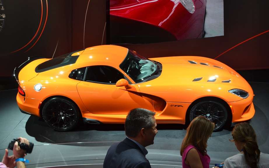 SRT Viper: Production slowed picture #2