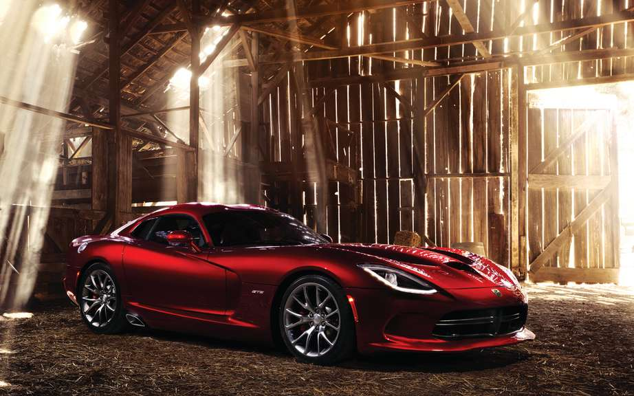 SRT Viper: Production slowed picture #3