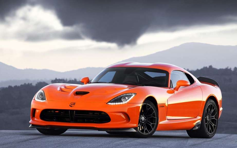 SRT Viper: Production slowed picture #4
