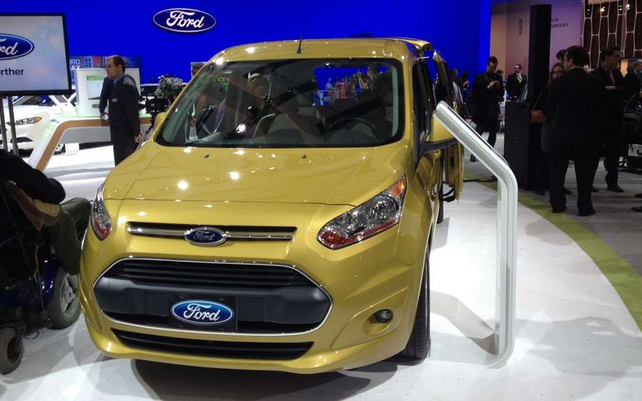"Ford Transit Connect elected ""Van of the Year 2014"" picture #1"