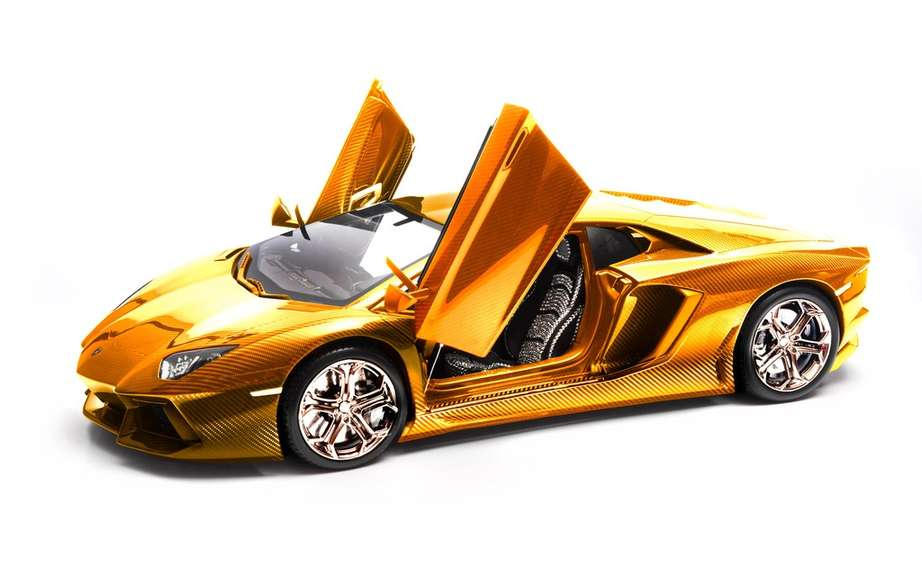 Lamborghini Aventador LP 770-4 coated with gold