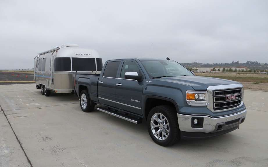 Chevrolet Silverado and GMC Sierra diesel engine picture #7