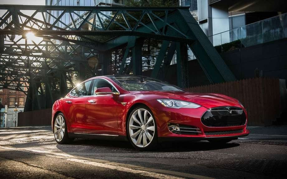 Car of the Year 2014 Consumer Reports: palm Tesla S