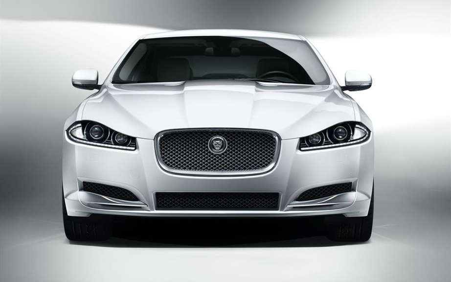 Jaguar: a subcompact luxury FWD picture #1