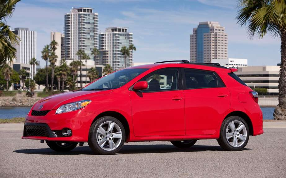 Toyota Matrix 2014 still available in Canada picture #2