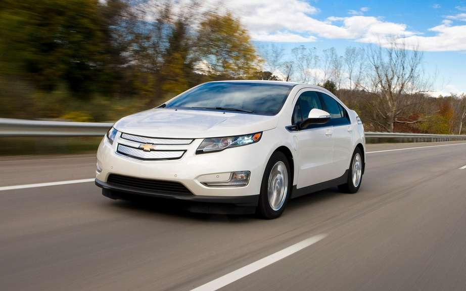 GM reduced the price of the Volt in the USA picture #1